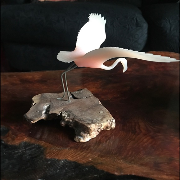 BEAUTIFUL SIGNED FLAMINGO SCULPTURE